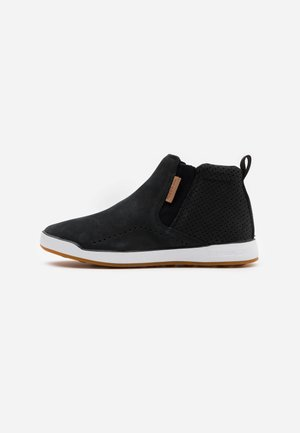 EVER ROAD SLIP MID TOP - Vandresko - black/white