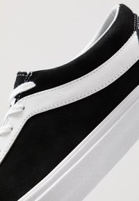 Vans - BOLD - Zapatillas - black/true white - 6