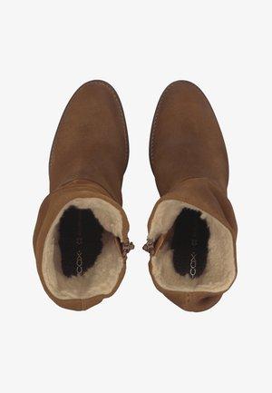 TREND-STIEFELETTE - Winter boots - mittelbraun
