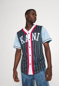 Karl Kani - COLLEGE BLOCK PINSTRIPE BASEBALL SHIRT - Shirt - navy - 0