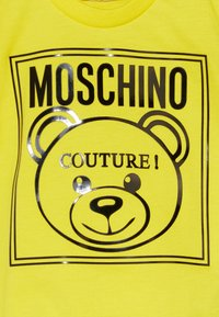 MOSCHINO - Camiseta estampada - blazing yellow - 3