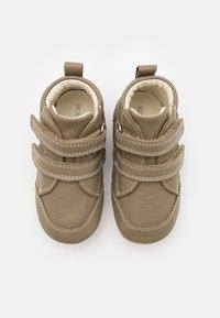 Robeez - MIRO UNISEX - Dětské boty - kaki - 3