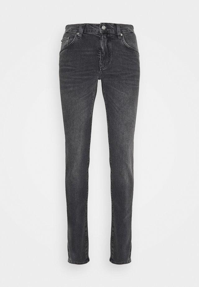 JAY SLATE WASHED JEANS - Jeans slim fit - black