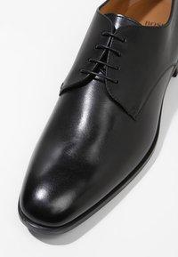 BOSS - KENSINGTON - Elegantní šněrovací boty - black - 5