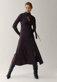 Massimo Dutti - Gebreide jurk - dark purple - 0