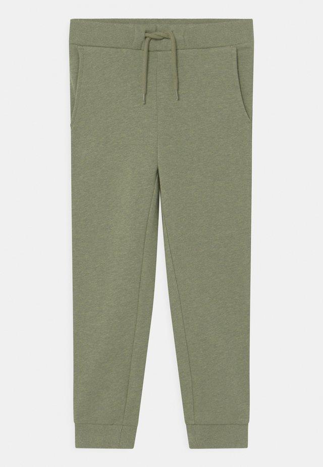 RUE - Trousers - sage melange
