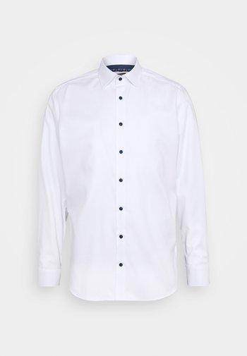 BODY FIT - Formal shirt - weiß