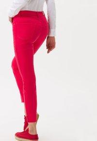 BRAX - STYLE SHAKIRA  - Jeans Skinny Fit - papaya - 2