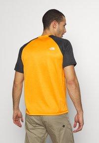 The North Face - MENS VARUNA TEE - Print T-shirt - orange/mottled dark grey - 2