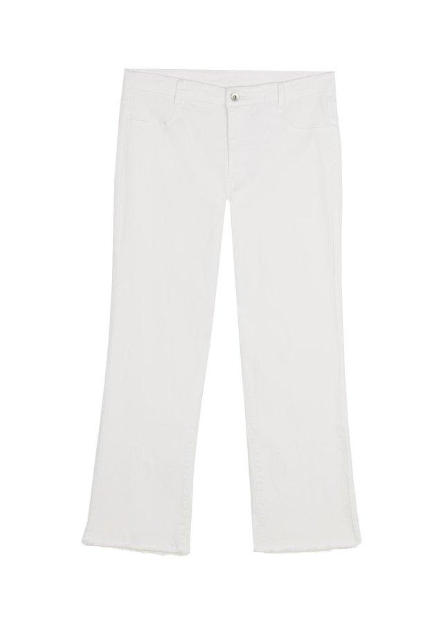 KNÖCHELLANGE AUSGESTELLTE JEANS - Jean flare - bianco