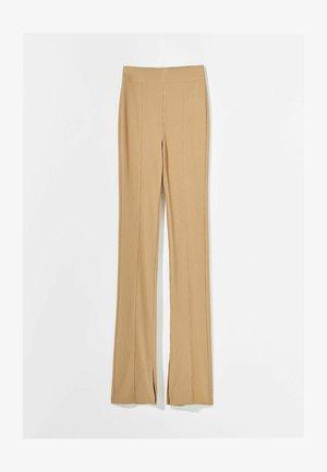 MIT PATENTBÜNDCHEN - Trousers - brown