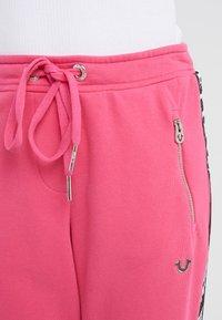 True Religion - PANT TAPE BLACK - Pantalon de survêtement - pink - 5