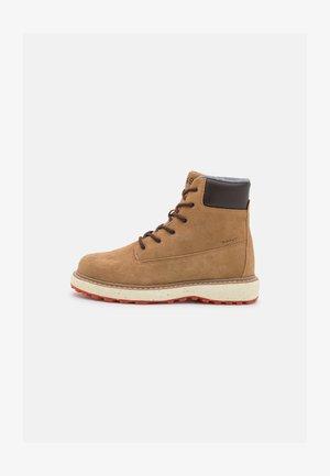 RAYMO - Šněrovací kotníkové boty - warm khaki/dark brown