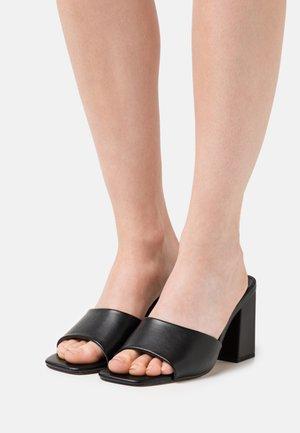GOLDEN - Pantofle na podpatku - black paris