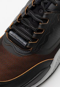 Jordan - MAX 200 - Sneakers basse - black/reflective silver/light smoke grey/dark smoke grey/total orange - 5