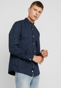 TOM TAILOR - RAY MINI PRINT REGULAR FIT - Skjorta - navy blue - 0