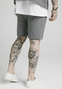 SIKSILK - Shorts - black  white dogtooth - 3