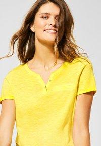Cecil - Basic T-shirt - gelb - 0