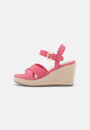SELANAS - Platform sandals - pink