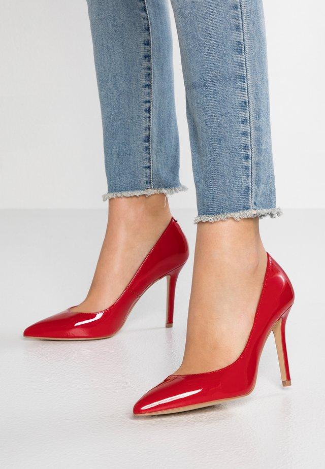 KAREFREE - Korolliset avokkaat - red
