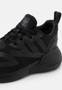 adidas Originals - ZX 2K BOOST SPORTS INSPIRED SHOES UNISEX - Sneakers basse - core black/grey six - 5