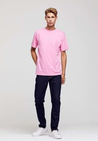 ROCKUPY - Print T-shirt - pink - 4