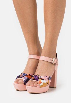 Sandály na platformě - paradise/moloky