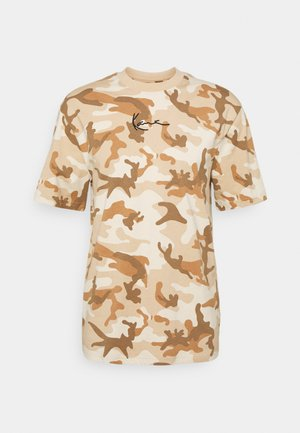 SMALL SIGNATURE CAMO TEE - T-shirt print - beige/sand