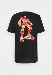 Nike Sportswear - TEE MECH AIR FIGURE - T-shirt med print - black - 1