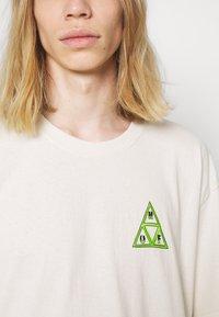 HUF - BUDDY TEE - Print T-shirt - natural - 4