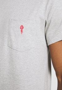 REVOLUTION - LOOSE FIT POCKET - Basic T-shirt - grey melange - 4