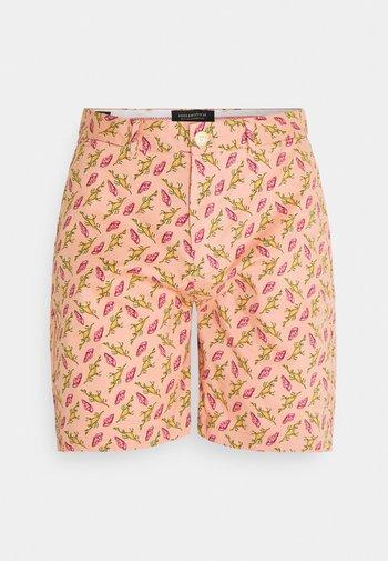 STUART - Shorts - salmon/multi-coloured