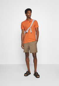 TOM TAILOR DENIM - WITH SMALL EMBROIDERY - Polo shirt - orange neon - 1