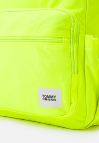 Tommy Jeans - URBAN ESSENTIALS BACKPACK UNISEX - Ryggsäck - yellow - 3