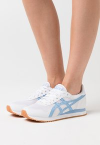 ASICS SportStyle - TIGER RUNNER - Trainers - white/blue bliss - 0