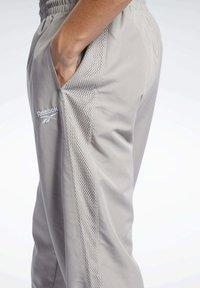 Reebok Classic - CLASSICS TRACKSUIT BOTTOMS - Pantalon de survêtement - grey - 3