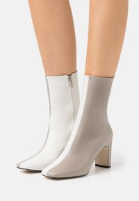 RAID - ELLERIE - Classic ankle boots - grey/white - 0