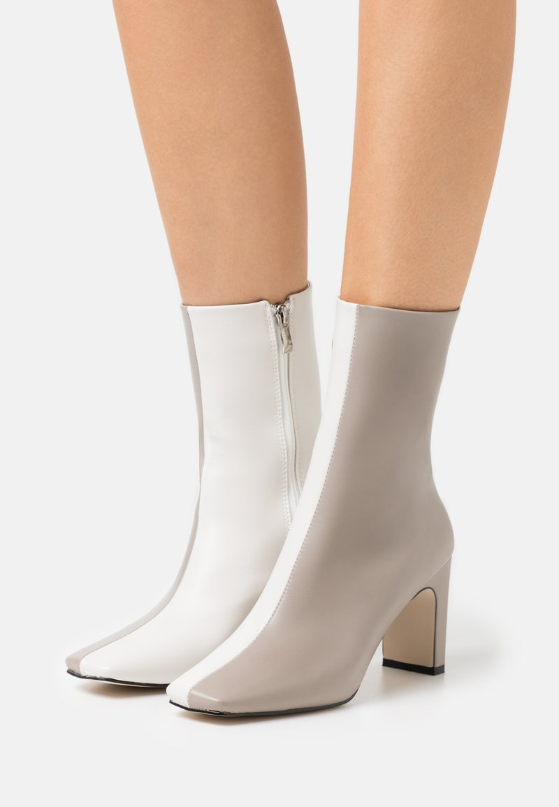 RAID - ELLERIE - Classic ankle boots - grey/white