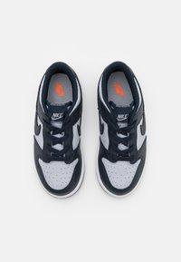 Nike Sportswear - DUNK UNISEX - Sneakers basse - wolf grey/dark obsidian/total orange - 3