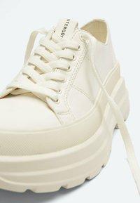 Uterqüe - Sneakers laag - beige - 4