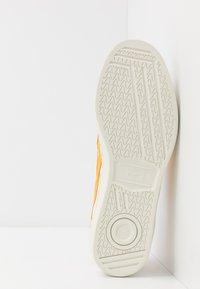 Onitsuka Tiger - Sneakersy niskie - white/yellow - 4