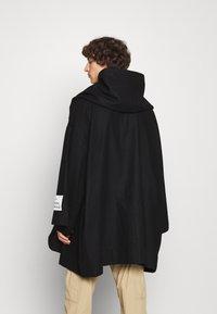 Vivienne Westwood - CAPE - Cape - black - 2