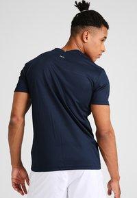 Fila - TIM  - Print T-shirt - peacoat blue/fila red - 2