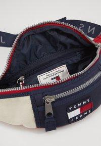 Tommy Jeans - HERITAGE BUMBAG - Bum bag - blue - 4