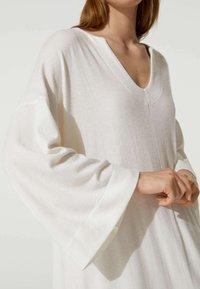 OYSHO - Stickad klänning - white - 2