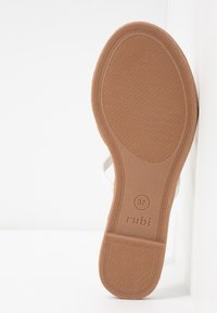 Rubi Shoes by Cotton On - EVERYDAY CAGED SLIDE - Sandalias planas - white - 6
