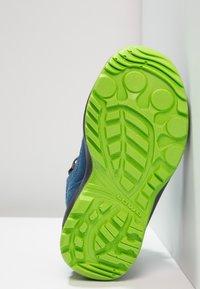 Lowa - ROBIN GTX - Walking boots - blau/limone - 5
