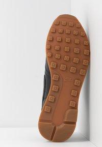 Nike Sportswear - INTERNATIONALIST PRM - Trainers - off noir/white/medium brown - 6