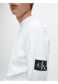 Calvin Klein Jeans - SLIM  - Maglietta a manica lunga - bright white - 3