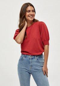 Minus - LIVA - Print T-shirt - berry red - 0